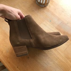 Steve Madden Tan Suede Bootie, brand new!